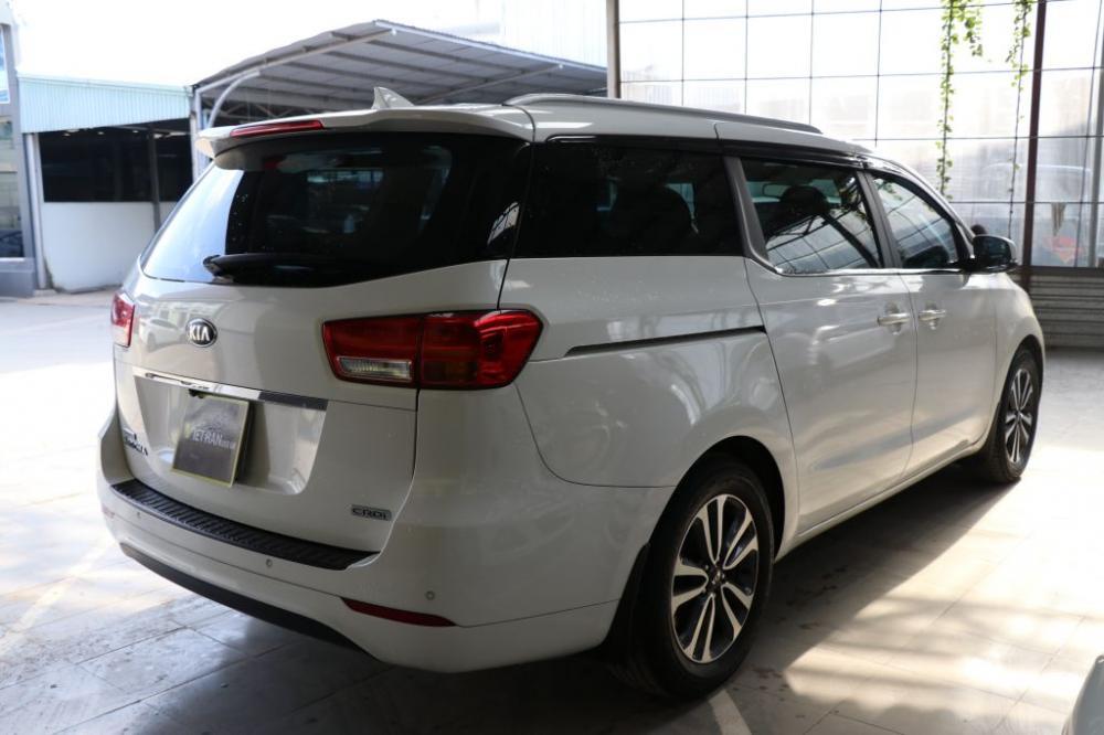 Cần bán Kia Sedona 2.0AT CRDi sản xuất năm 2016, màu trắng, giá 968tr