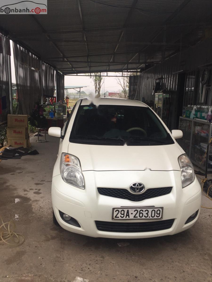 Bán ô tô Toyota Yaris 1.3 AT 2011, màu trắng, nhập khẩu