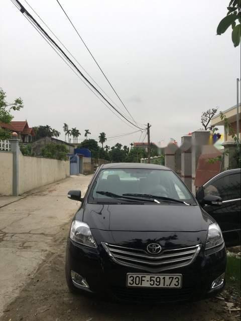 Chiếc xe Toyota Vios 2011, xe màu đen, nội thất màu kem, xe đẹp
