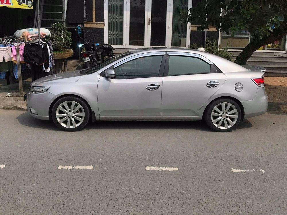 Bán Kia Forte đời 2011, màu bạc, giá cạnh tranh