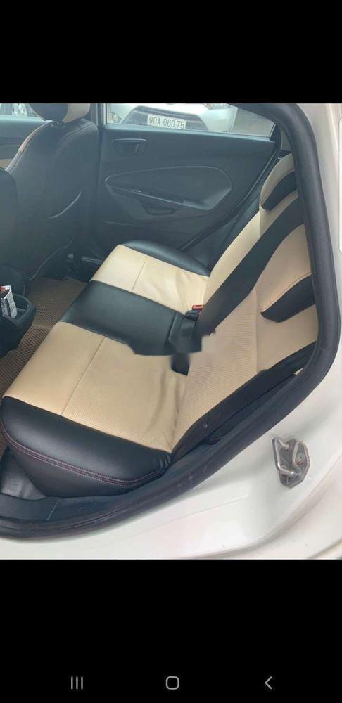 Chính chủ bán Ford Fiesta 2013, màu trắng, nhập khẩu