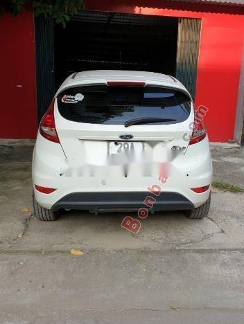 Cần bán lại xe Ford Fiesta đời 2013, màu trắng, giá tốt