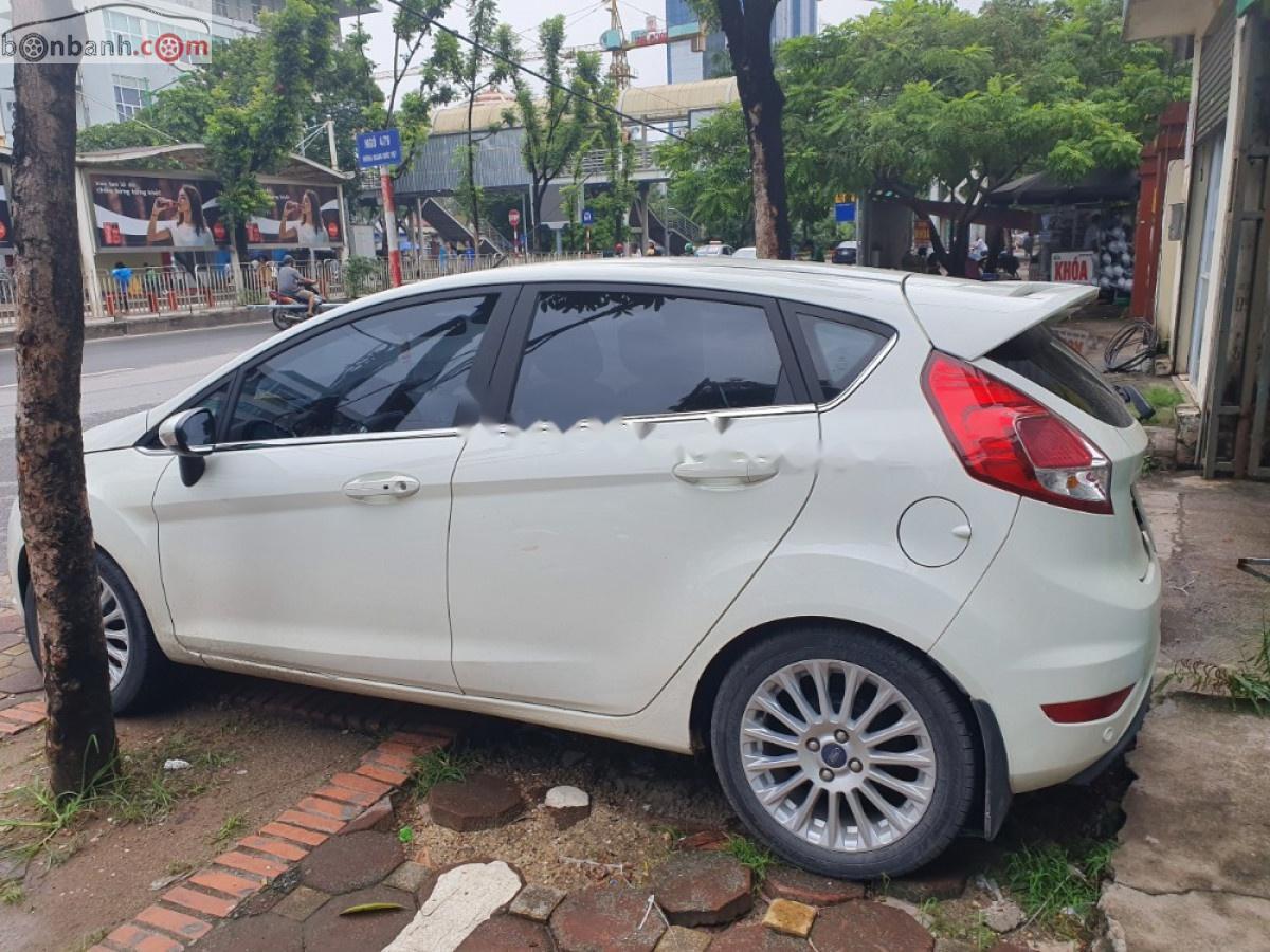 Cần bán gấp Ford Fiesta S 1.5 AT đời 2018, màu trắng chính chủ, giá 550tr