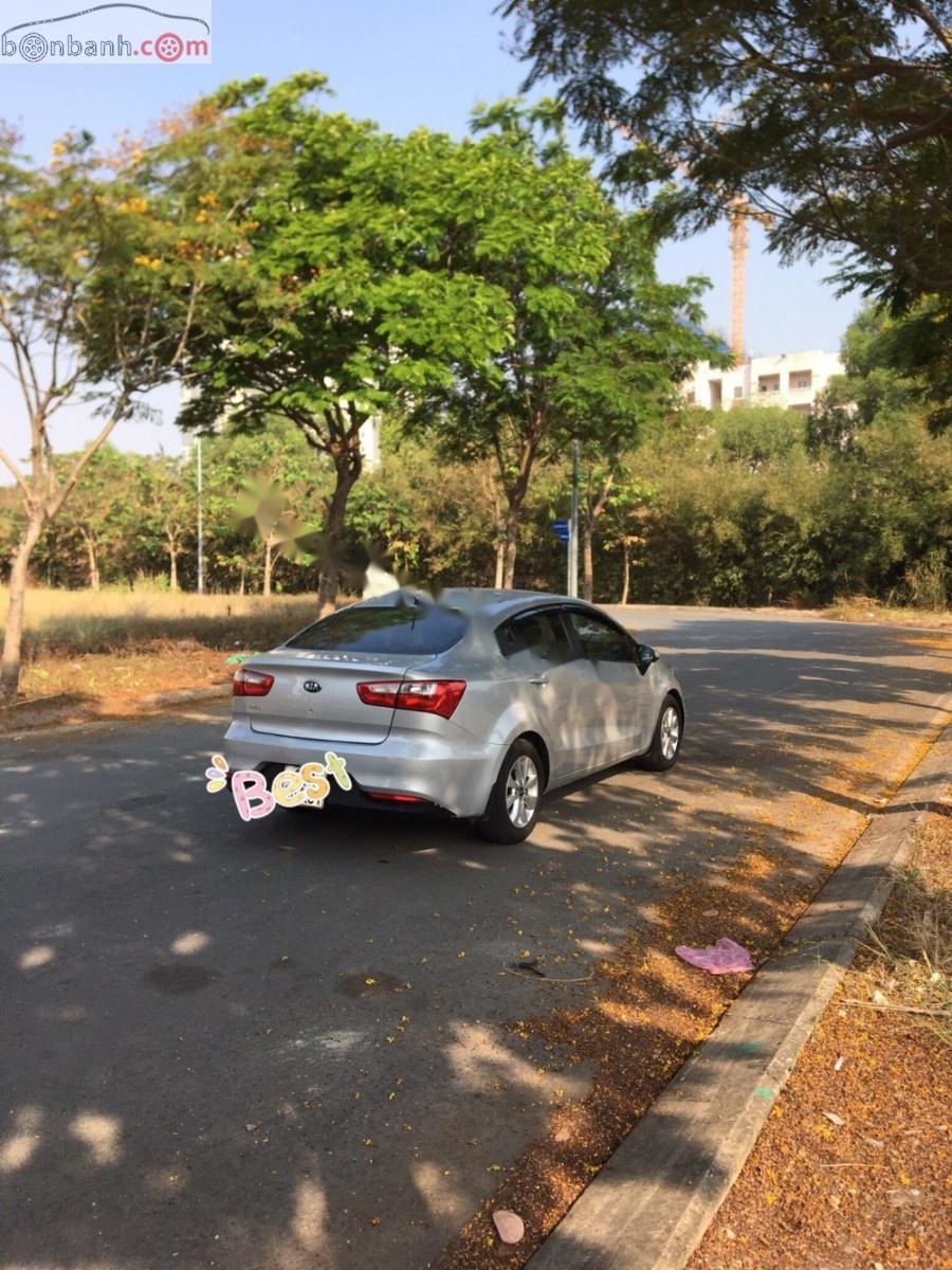 Cần bán Kia Rio G MT đời 2016, màu bạc xe gia đình