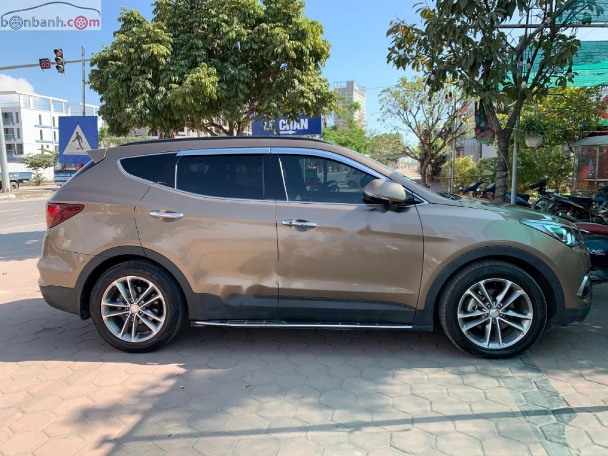Cần bán gấp Hyundai Santa Fe năm sản xuất 2018, màu nâu chính chủ