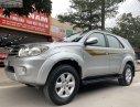 Cần bán lại xe Toyota Fortuner đời 2010, màu bạc số sàn, giá 555tr