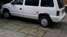 Cần bán xe Dodge Caravan đời 1993, màu trắng giá 50 triệu tại Tp.HCM
