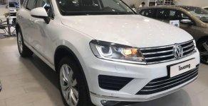Cần bán lại xe Volkswagen Touareg 3.6 V6 năm 2018, màu trắng, nhập khẩu nguyên chiếc số tự động giá 2 tỷ 299 tr tại Tp.HCM