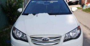 Cần bán gấp Hyundai Avante năm 2012, màu trắng, còn đẹp lắm giá 335 triệu tại Bình Dương