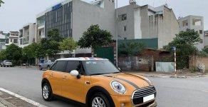 Cần bán gấp trả nợ xe Mini Cooper đời 2016, màu vàng, tự động full option giá 1 tỷ 180 tr tại Tp.HCM