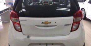 Cần bán Chevrolet Spark đời 2018, màu trắng giá cạnh tranh giá 359 triệu tại Bình Dương