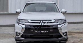 Cần bán Mitsubishi Outlander 2.0 CVT Premium đời 2018, màu trắng, giá tốt giá 909 triệu tại Hà Nội