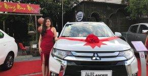 Bán ô tô Mitsubishi Outlander sản xuất năm 2018, hỗ trợ trả góp, có xe giao ngay, LH 0985598257 ép giá giá 808 triệu tại Hà Nội