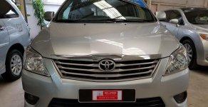 Bán xe Toyota Innova 2.0E đời 2013, màu bạc, giá thương lượng với khách hàng có thiện chí mua xe chính hãng giá 555 triệu tại Tp.HCM