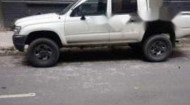 Bán lại xe Toyota Hilux đời 2001, màu trắng, chính chủ  giá 180 triệu tại Tp.HCM