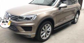 Nhà đi cần bán Volkwagen Touareg 3.6 AT gầm cao, mới đi 14.600km. Xe lái mạnh, đã, đầm chắc, bao test hãng, tặng bảo hiểm giá 2 tỷ 300 tr tại Tp.HCM