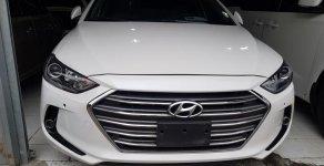 Bán Hyundai Elantra 2.0AT năm 2016, màu trắng giá 642 triệu tại Hà Nội