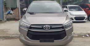 Cần bán gấp Toyota Innova 2.0 E năm 2016, màu xám, giá chỉ 690 triệu giá 690 triệu tại Hà Nội