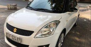 Cần bán gấp Suzuki Swift AT sản xuất năm 2015, màu trắng số tự động giá 450 triệu tại Tp.HCM