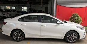 Cần bán Kia Cerato Deluxe sản xuất 2019, màu trắng giá cạnh tranh giá 635 triệu tại Tp.HCM