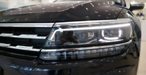 Bán xe Tiguan allspace 7 chỗ màu đen, giao ngay giá 1 tỷ 729 tr tại Tp.HCM