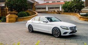 Bán xe Mercedes C200 2019, màu trắng, tặng 100% phí trước bạ tháng đón xuân 2020, đủ màu giá 1 tỷ 499 tr tại Tp.HCM