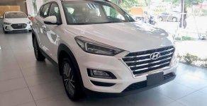 Hyundai Tucson tiêu chuẩn trắng giao ngay. Tặng bộ PK cao cấp, hỗ trợ vay trả góp. LH: 0903175312 giá 799 triệu tại Tp.HCM