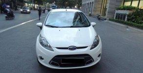 Cần bán lại xe Ford Fiesta năm sản xuất 2011, màu trắng giá cạnh tranh giá 305 triệu tại Tp.HCM