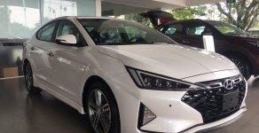 Bán xe Hyundai Elantra 2019 có sẵn, giảm ngay 30Tr tiền mặt và tặng dán phim chính hãng giá 560 triệu tại Đà Nẵng