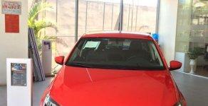 Bán xe Volkswagen Polo SX 2018, màu đỏ, nhập khẩu. Ưu đãi khủng giá 695 triệu tại Lâm Đồng