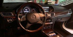 Bán Mercedes E400 đời 2013, màu trắng giá 1 tỷ 650 tr tại Tp.HCM