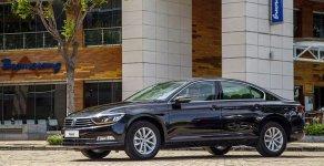 Bán nhanh chiếc xe hạng sang Volkswagen Passat Comfort Bluemotion, sản xuất 2018, màu đen giá 1 tỷ 380 tr tại Tp.HCM