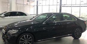 Hỗ trợ giao nhanh toàn quốc chiếc xe Mercedes Benz C200, sản xuất 2018, màu đen, giá cạnh tranh giá 1 tỷ 479 tr tại Tp.HCM