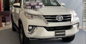 Giảm ngay 100 triệu - Khi mua xe Toyota Fortuner 2.4G MT đời 2019, màu trắng giá 933 triệu tại Tp.HCM