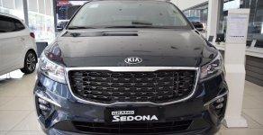 Giao xe tận nhà - Miễn phí vận chuyển, Kia Sedona 2.2DAT Deluxe sản xuất 2019, màu đen giá 1 tỷ 79 tr tại Tp.HCM