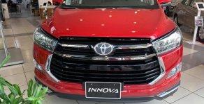 Hỗ trợ giao xe nhanh toàn quốc chiếc xe Toyota Innova 2.0 AT Ventuner, sản xuất 2020, màu đỏ, giá cạnh tranh giá 879 triệu tại Tp.HCM
