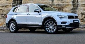 Giảm giá ưu đãi cực sốc chiếc xe Volkswagen Tiguan Allspace, sản xuất 2018, màu trắng, giá cạnh tranh giá 1 tỷ 749 tr tại Tp.HCM