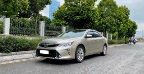 Toyota Camry 2.0E 2018 Cũ Màu Vàng Cát, một chủ từ đâu, cực chất giá 860 triệu tại Hà Nội